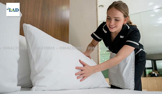 Cách vệ sinh chăn ga gối đệm khách sạn